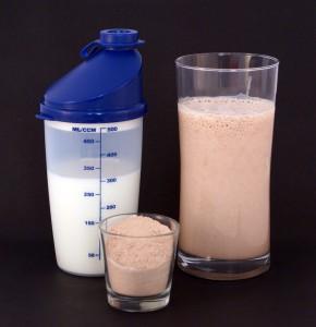 Protein shake 290x300 Podstawowe odzywki i suplementy diety Cz2.